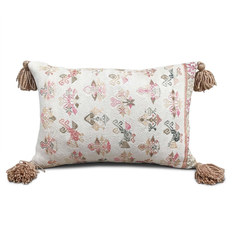 Maonan Cushions with Beige Tassels