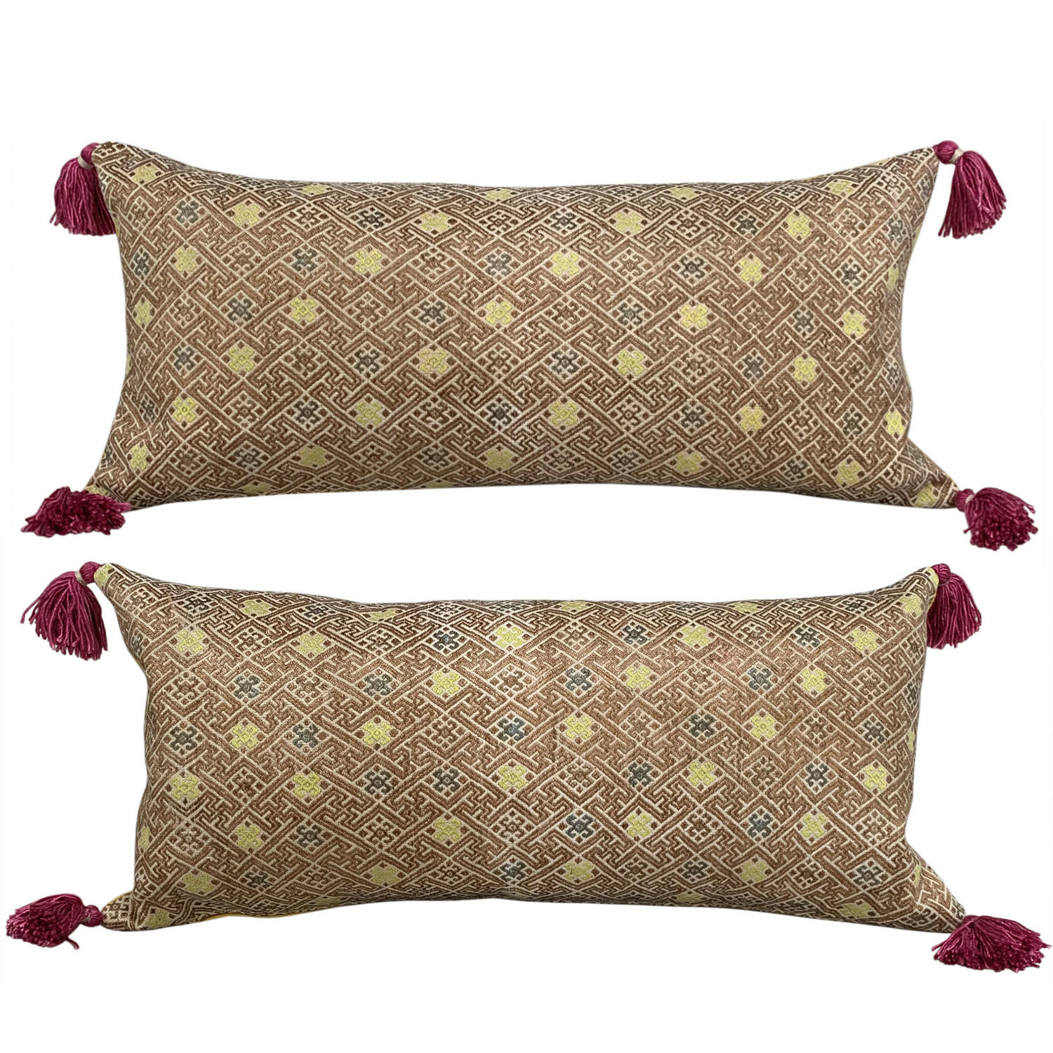 Zhuang cushions with pink tassels