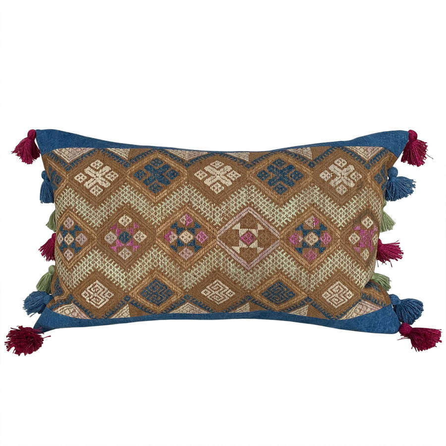 Buyi wedding blanket cushion with tassels