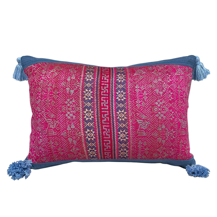 Maonan cushions with silk tassels