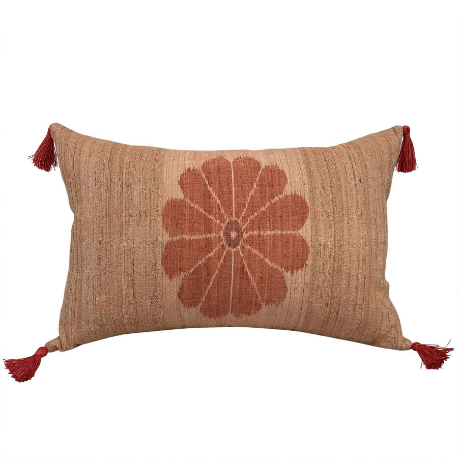Tussah silk cushion with tassels