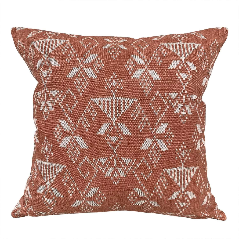 Coral Rote ikat cushions