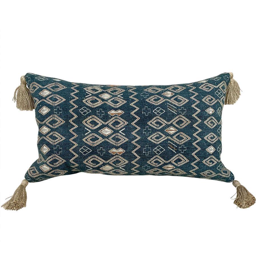 Amanatun cushion with tassels