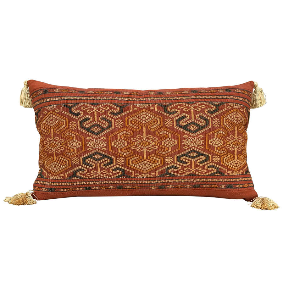 Sumba pahikung cushion with tassels