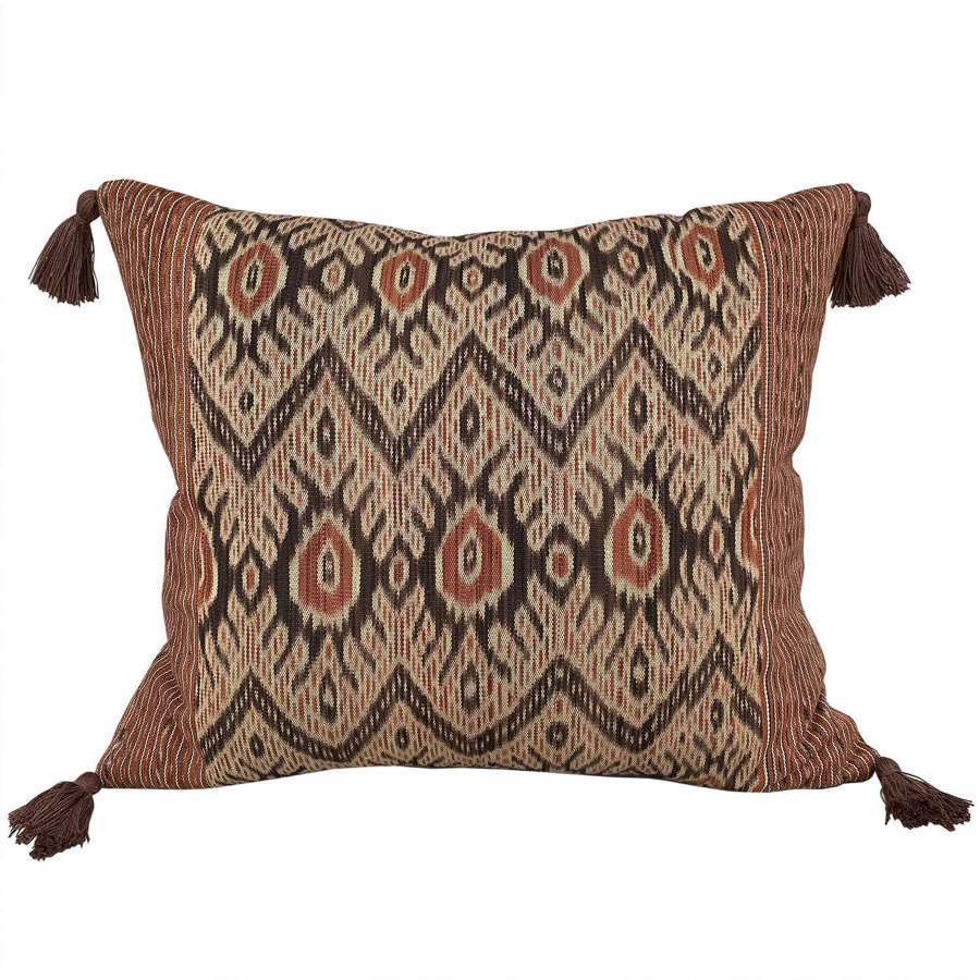 Timot futus cushions with brown tassels