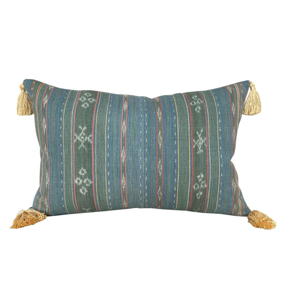 Flores ikat cushions with tassels